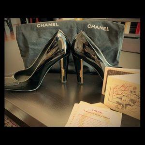 Size 7 Chanel pumps